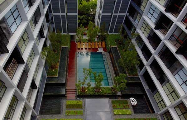 the-mode-sukhumvit-61-pool-and-garden-area